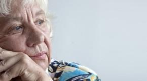 Soledad y aislamiento en personas mayores resulta perjudicial