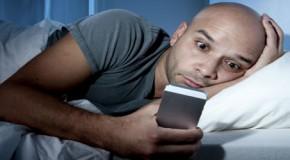 ¿Está mal dormir con tu móvil a un lado?