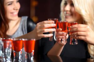 Evita consumir alcohol