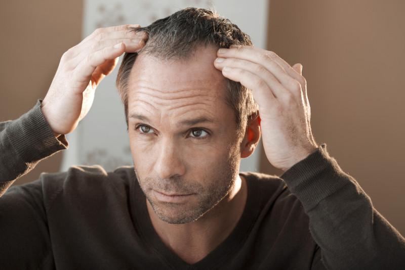 El aceite alcanforado de la máscara para los cabellos