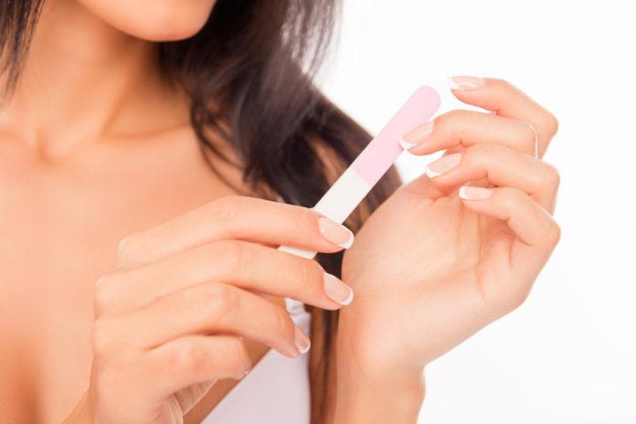 Acciones que están dañando a tus uñas