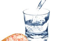 Beneficios de tomar agua con sal