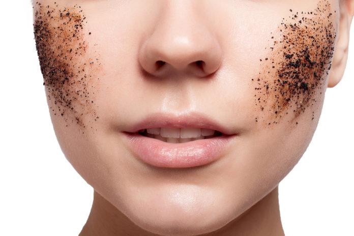 Exfoliarse para eliminar erupciones en la piel